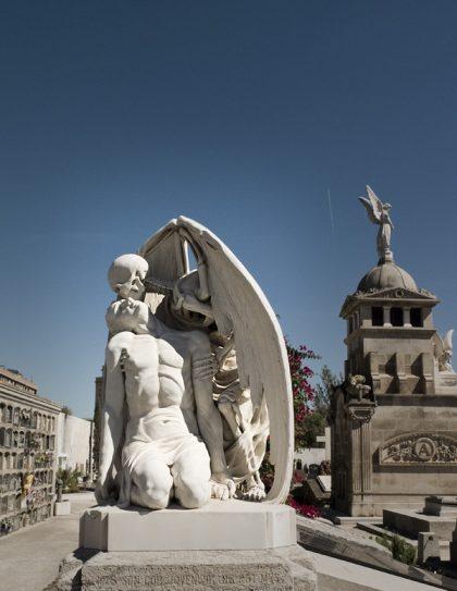 Marmorstatyn kysst av döden i Barcelona.
